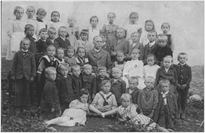 Děti ze třídy učitele Longina Fouse v roce 1919-1920