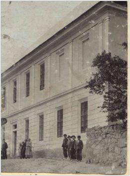 První fotografie školy z roku 1907